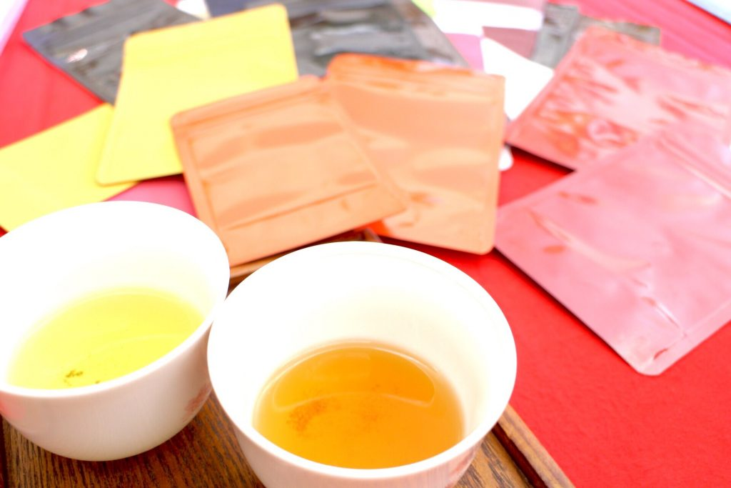 サンプルのお茶とパッケージ